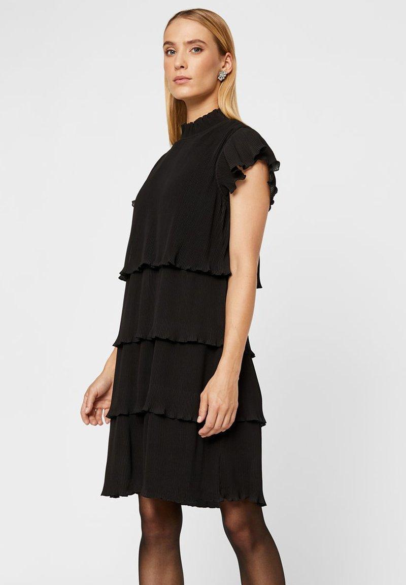 YAS - MIT STUFEN PLISSIERTES - Korte jurk - black