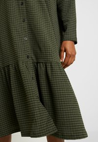 YAS - YASCHECKIE DRESS - Skjortekjole - olive night - 6