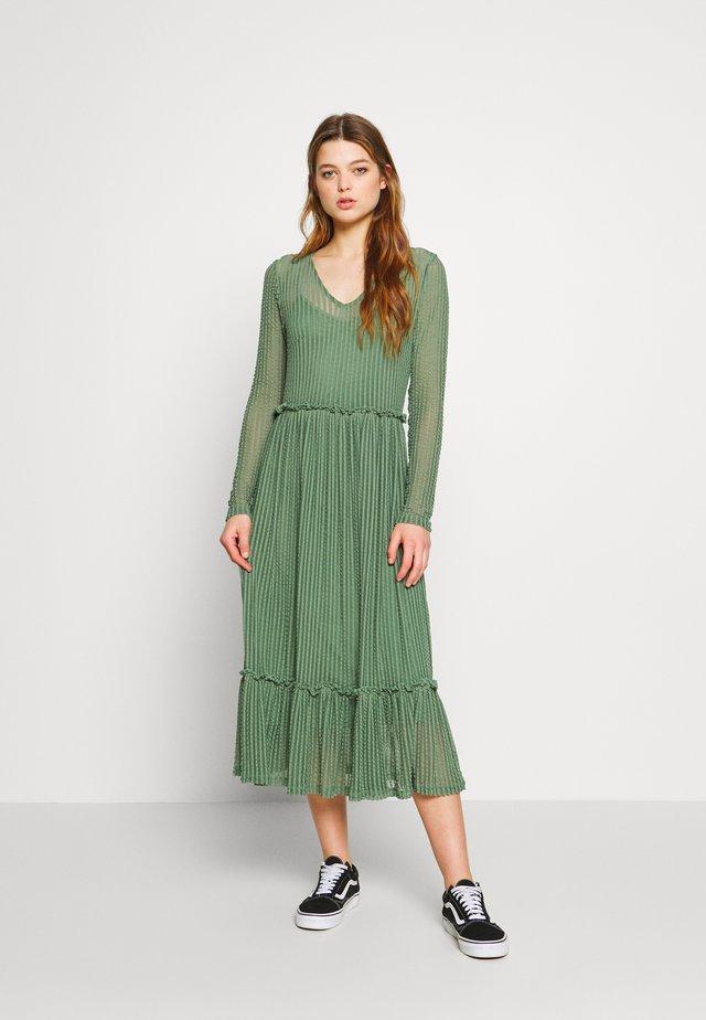 YASROSY DRESS - Vapaa-ajan mekko - sea spray
