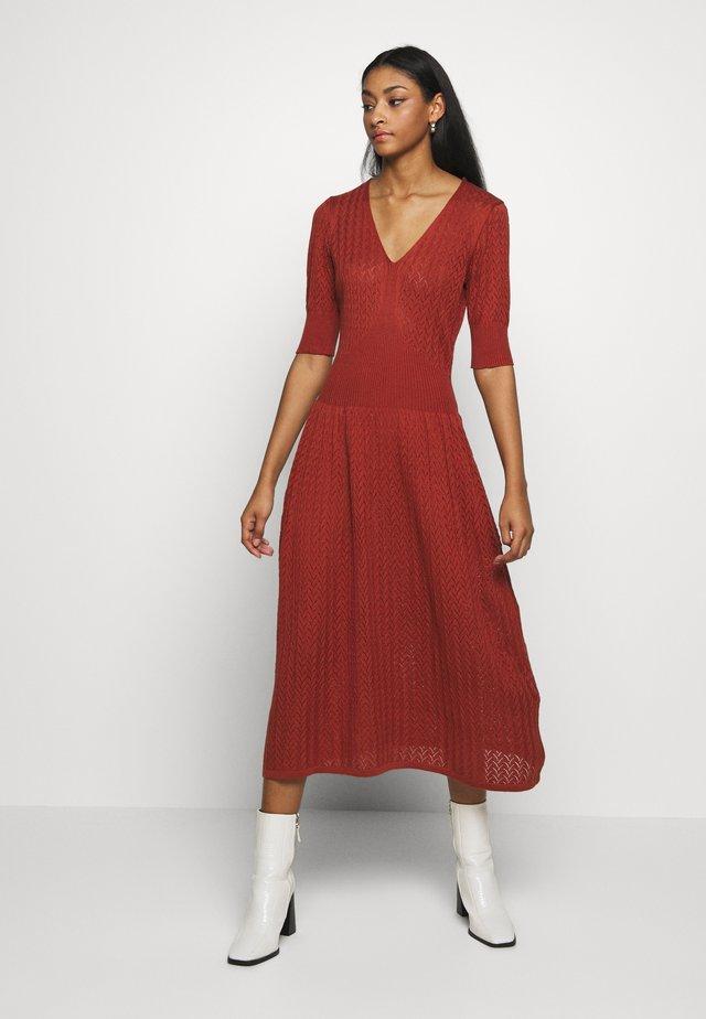 YASCHETTA DRESS - Gebreide jurk - bruschetta