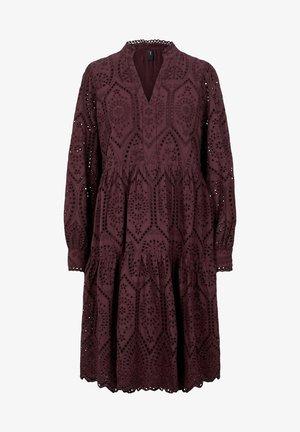 YASHOLI - Korte jurk - bordeaux