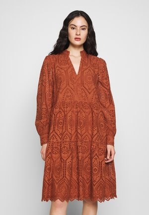 YASHOLI - Freizeitkleid - coconut shell