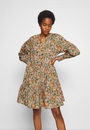 YASFLORALA DRESS - Denní šaty - coral pink