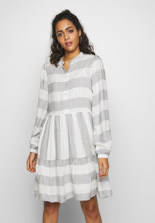 YASLAMALI DRESS - Blousejurk - eggnog/carbon