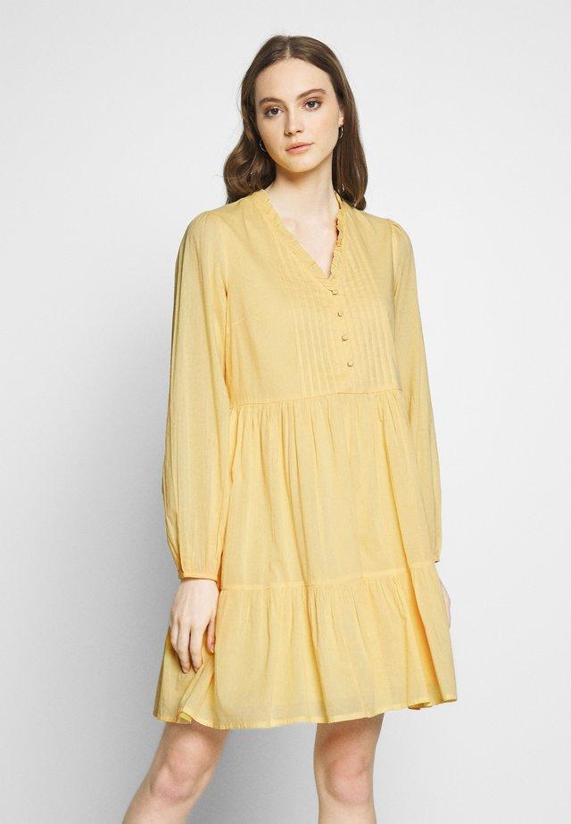 YASSAKET DRESS - Korte jurk - golden haze