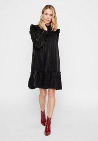 YAS - Korte jurk - black - 1