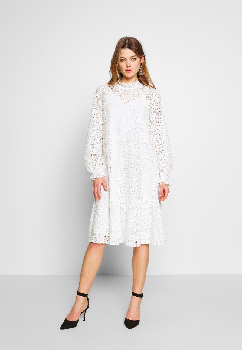 YAS - YASIRIA DRESS - Robe d'été - star white