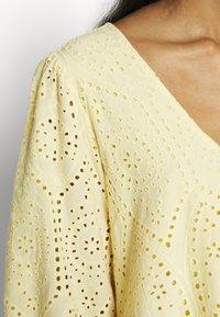 YAS - YASPENNY DRESS  - Sukienka letnia - golden haze - 5