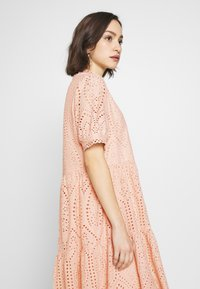 YAS - YASHOLI DRESS  - Denní šaty - cameo rose - 4