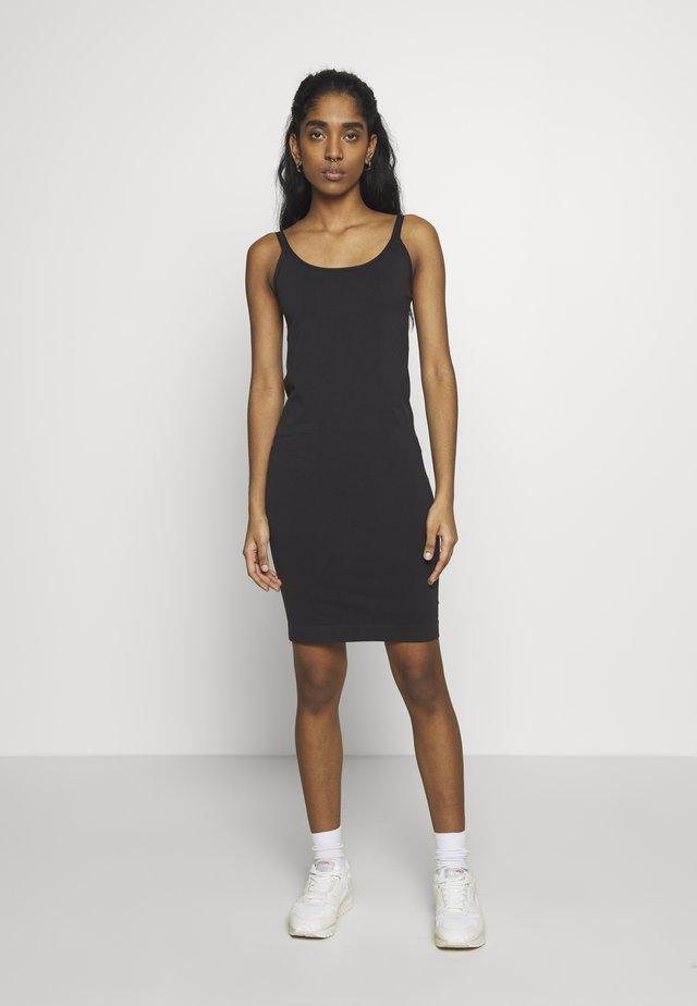 YASSEAMLESS INNER DRESS ICON - Pouzdrové šaty - black
