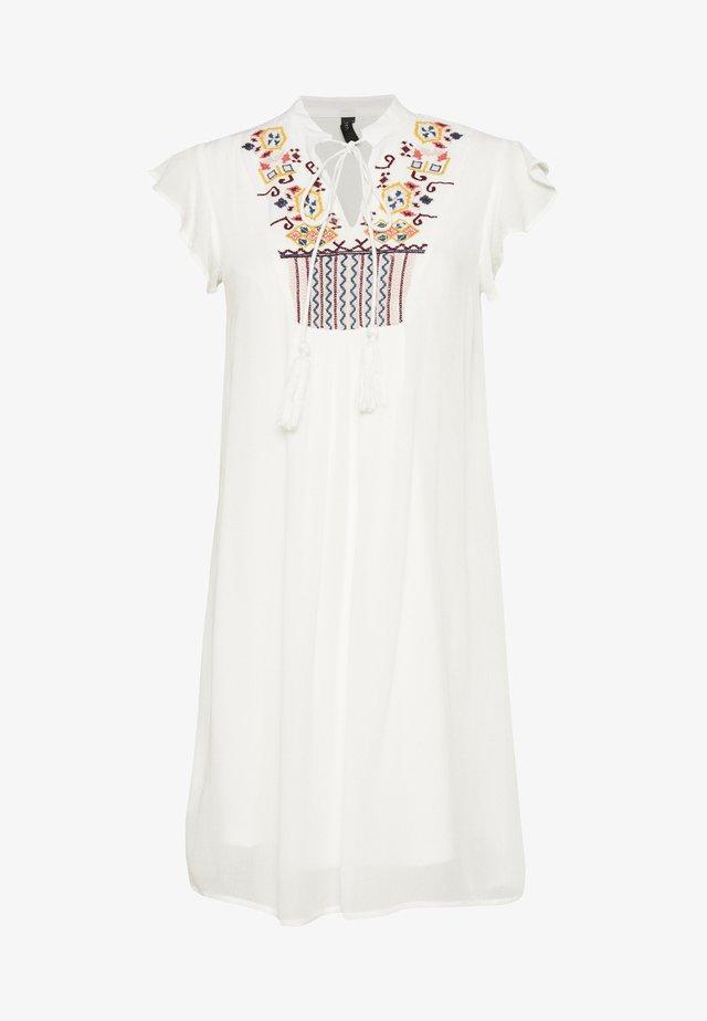 YASCILLA DRESS FEST - Vapaa-ajan mekko - star white