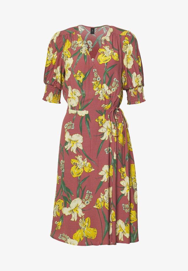 YASTROPICANA WRAP DRESS - Korte jurk - canyon rose
