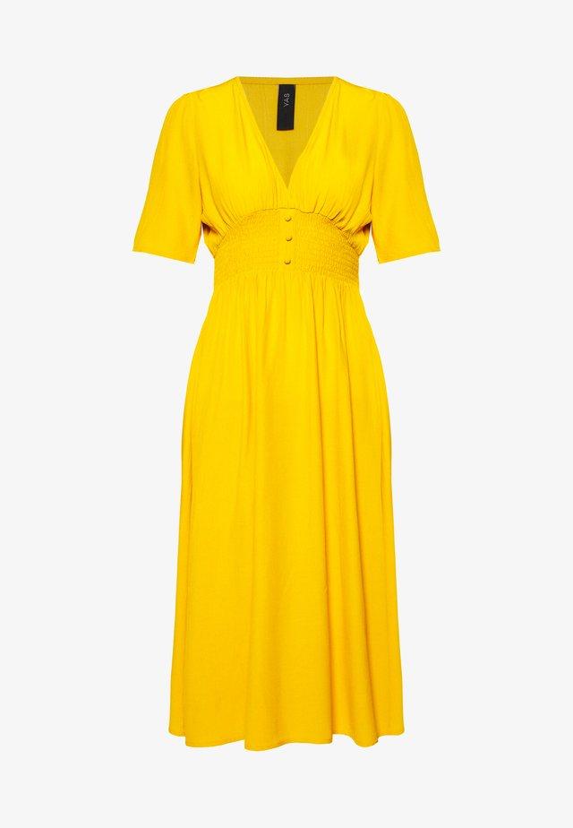 NILANA DRESS PETITE - Vapaa-ajan mekko - golden rod