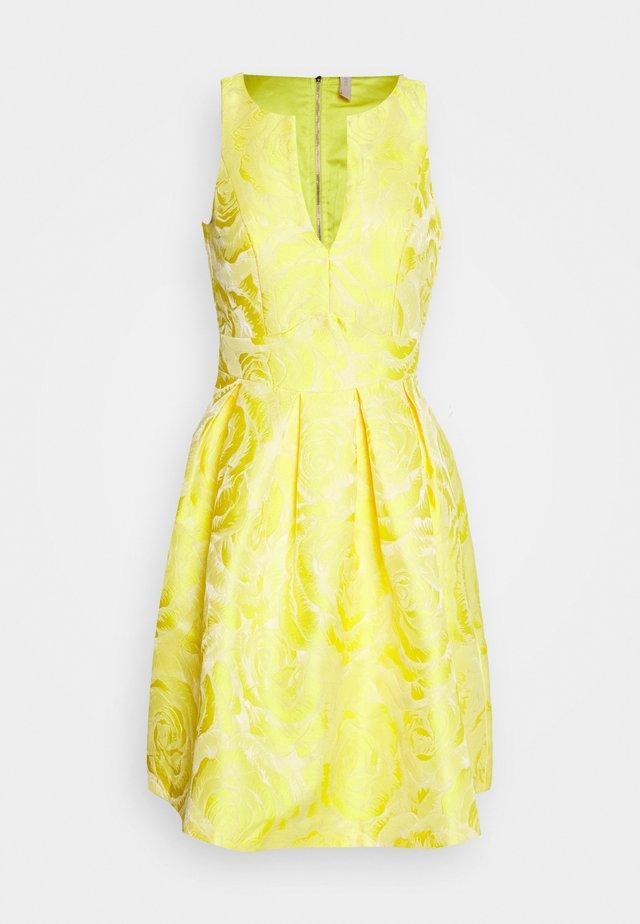 YASMINNIE DRESS SHOW - Vestito elegante - vibrant yellow