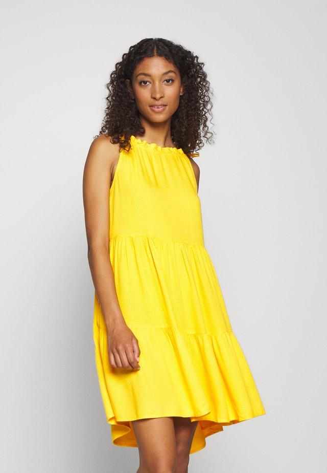 YASSENELA DRESS - Freizeitkleid - citrus