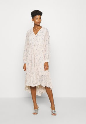 YASRIGA MIDI DRESS - Maxi dress - shifting sand/riga