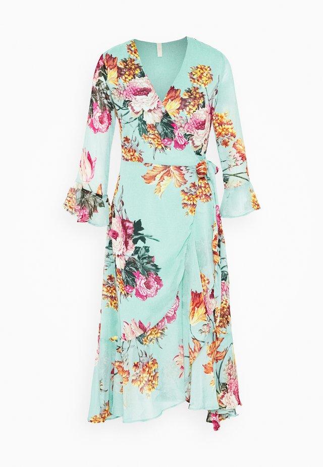 YASMALLA 3/4 DRESS SHOW - Freizeitkleid - light green