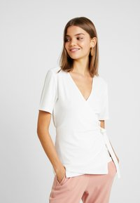 YAS - YASTERRIE - T-shirt med print - star white - 0