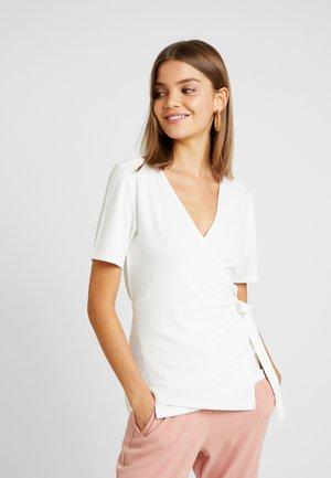 YASTERRIE - T-shirt med print - star white