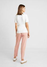 YAS - YASTERRIE - T-shirt med print - star white - 2