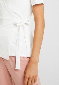 YAS - YASTERRIE - T-shirt med print - star white - 5