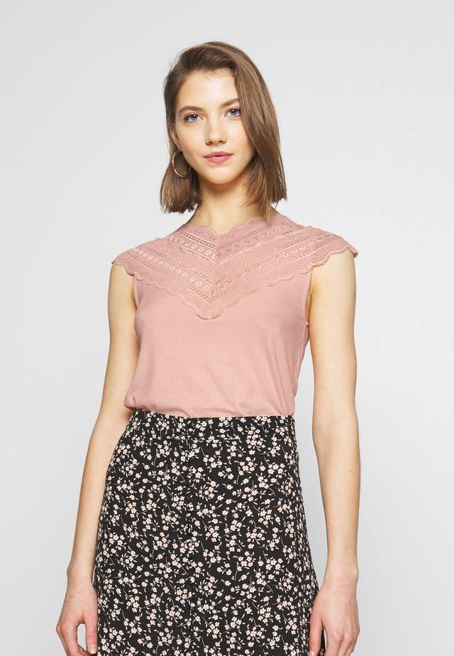 YASELLE CAP SLEEVE - Printtipaita - cameo rose