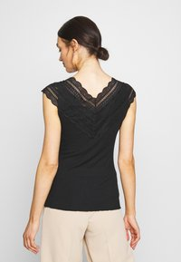 YAS - YASELLE CAP SLEEVE - T-shirts med print - black - 2