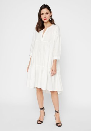 GESMOKTES KLEID HIGH-LOW SAUM - Korte jurk - star white