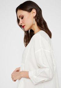 YAS - GESMOKTES KLEID HIGH-LOW SAUM - Korte jurk - star white - 3