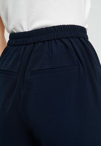 YAS - YASCLADY SPRING CROPPED PANT - Pantaloni - dark sapphire - 5