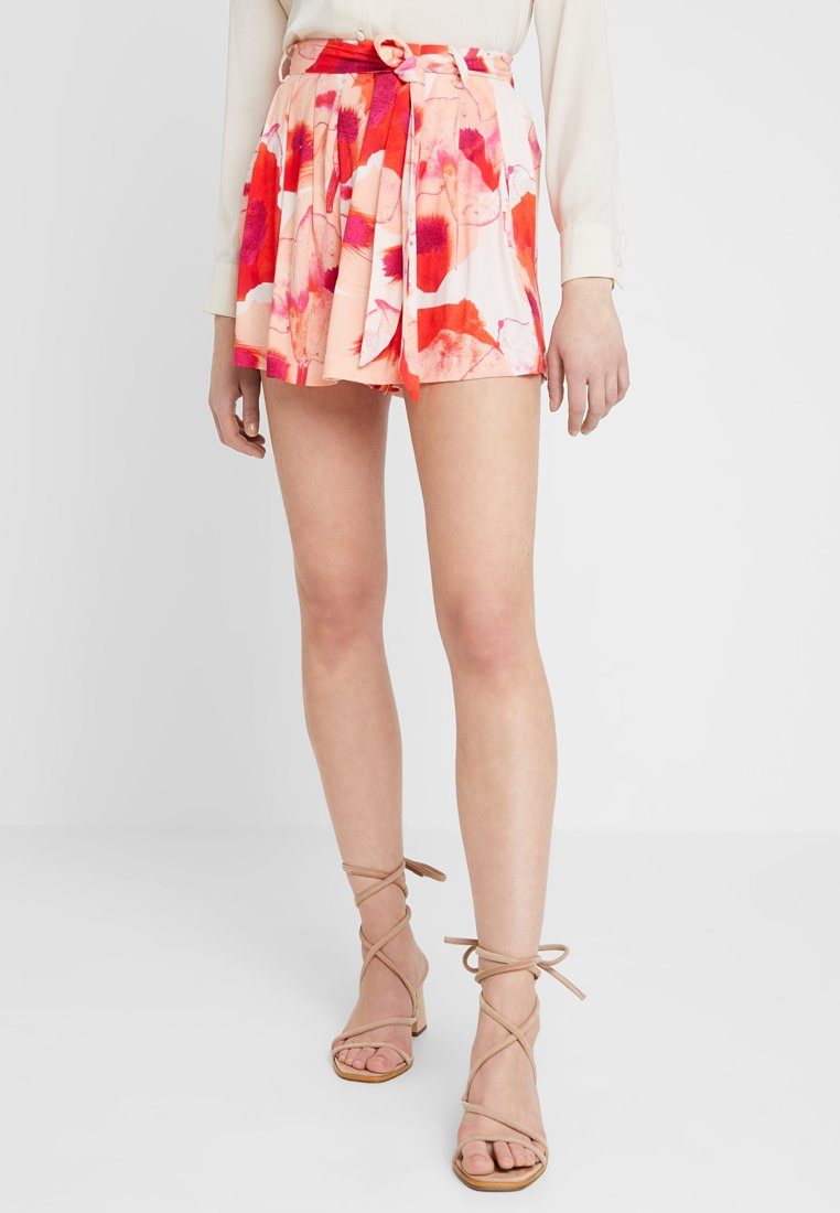 YAS - YASNILANA  - Shorts - cream tan