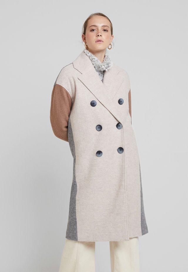 YASTRIPLE COAT - Zimní kabát - almondine