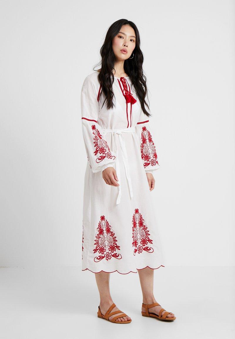 YAS - YASRELAXA MIDI DRESS - Maxi šaty - star white/red