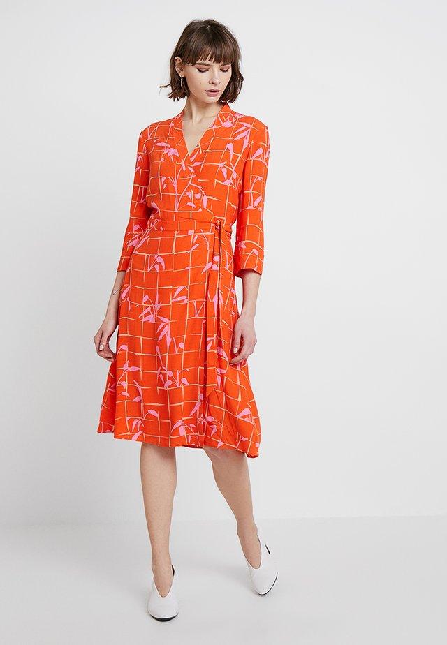 QUIRINA FLORAL - Denní šaty - papaya