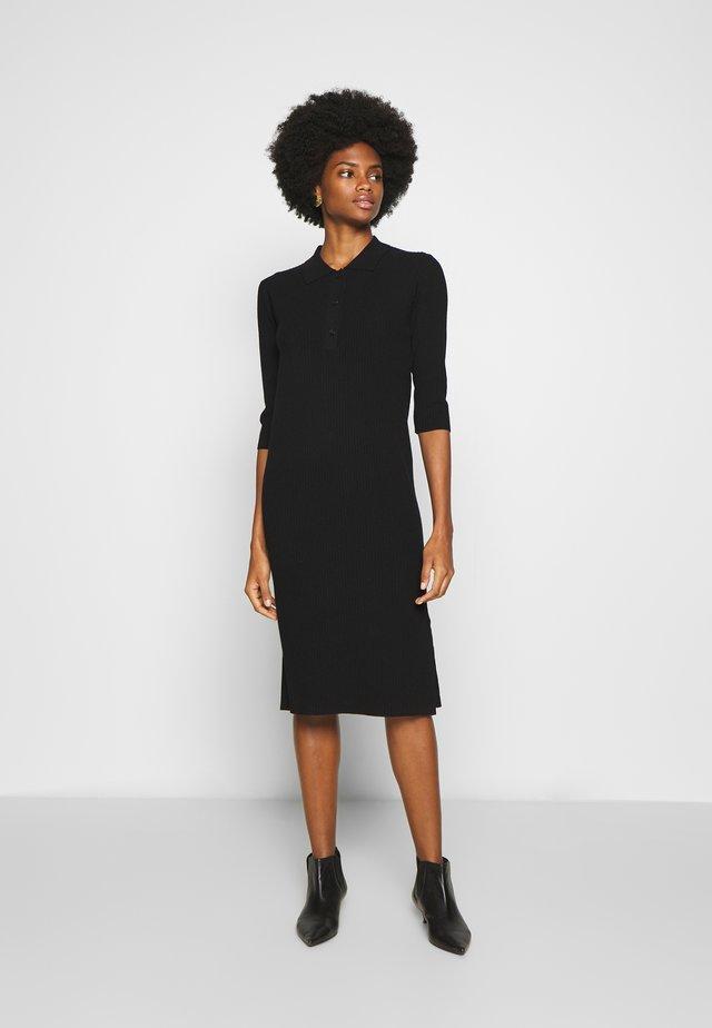 QORU - Stickad klänning - black