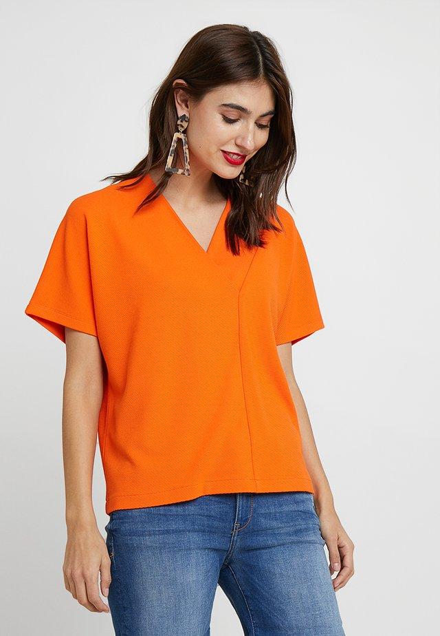 UDAI - Basic T-shirt - papaya