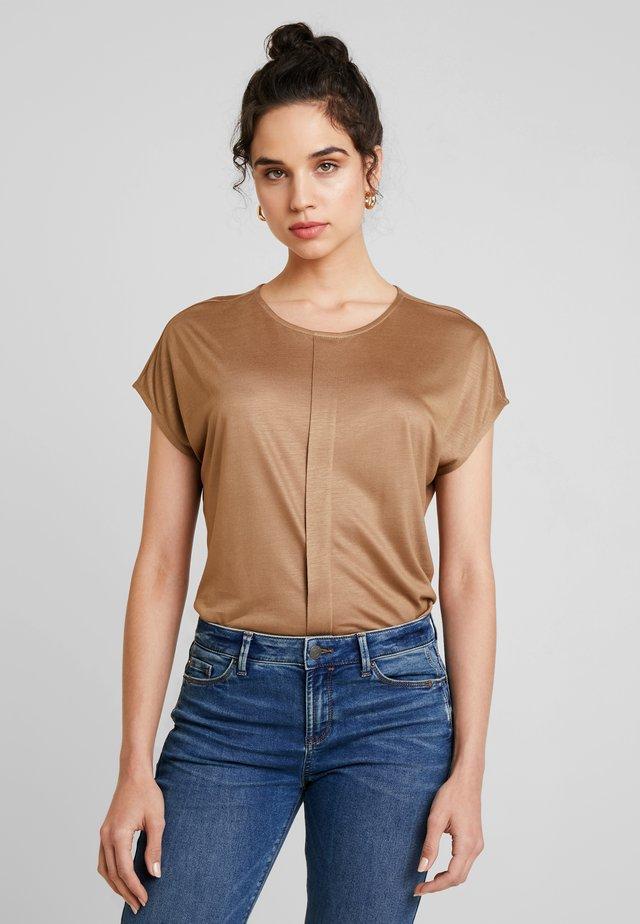 KUSANA - T-Shirt basic - golden caramel