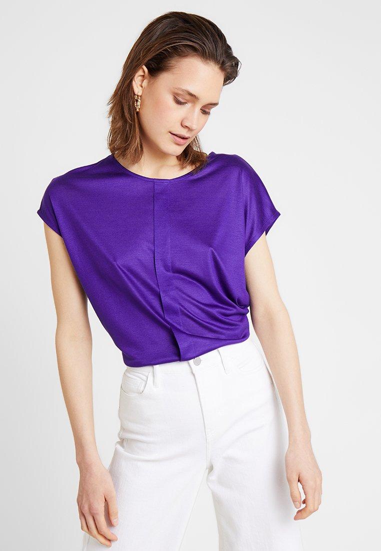 someday. - KUSANA - T-shirt basique - vivid violet