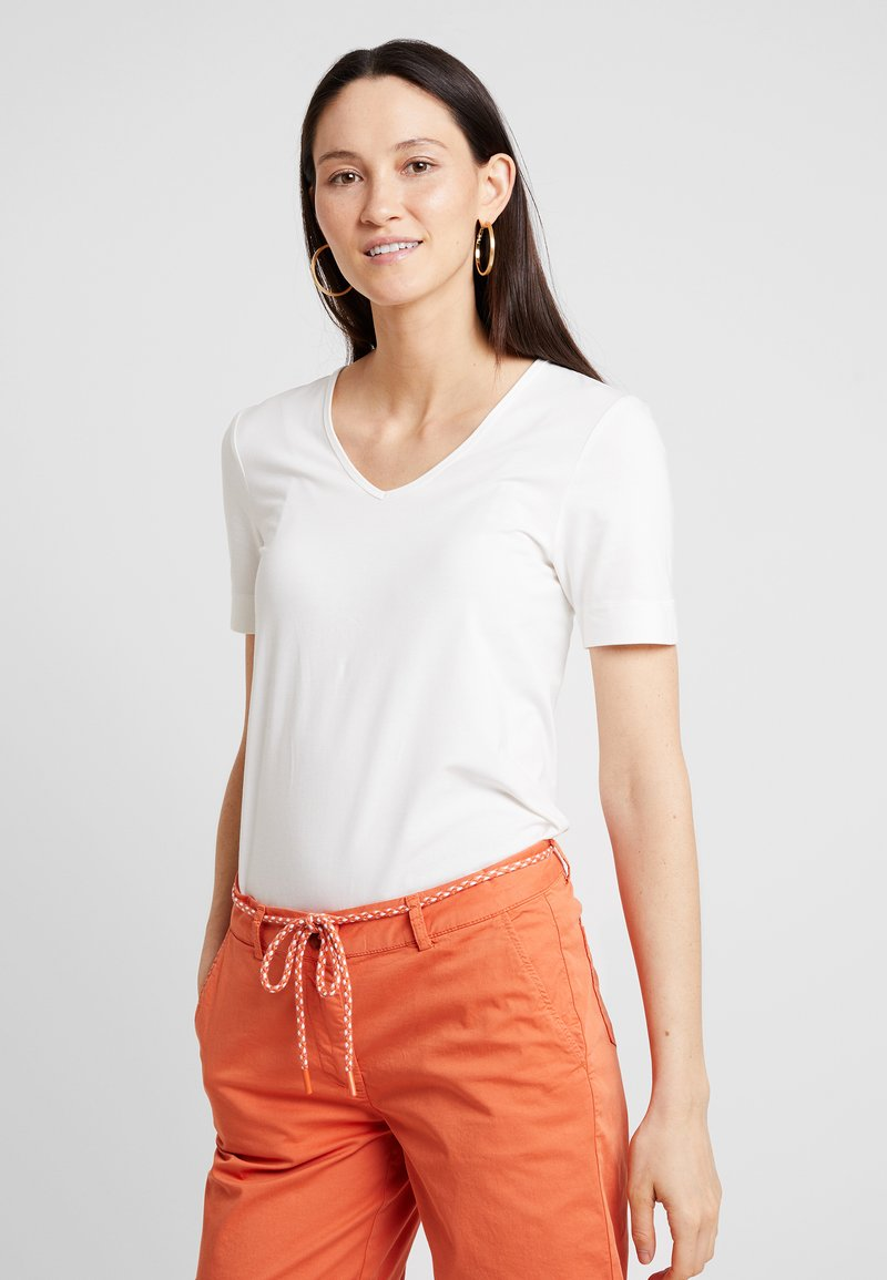 someday. - KAMALI - Basic T-shirt - milk