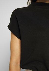 someday. - KITTUA TEXTURE - T-shirts - black - 5