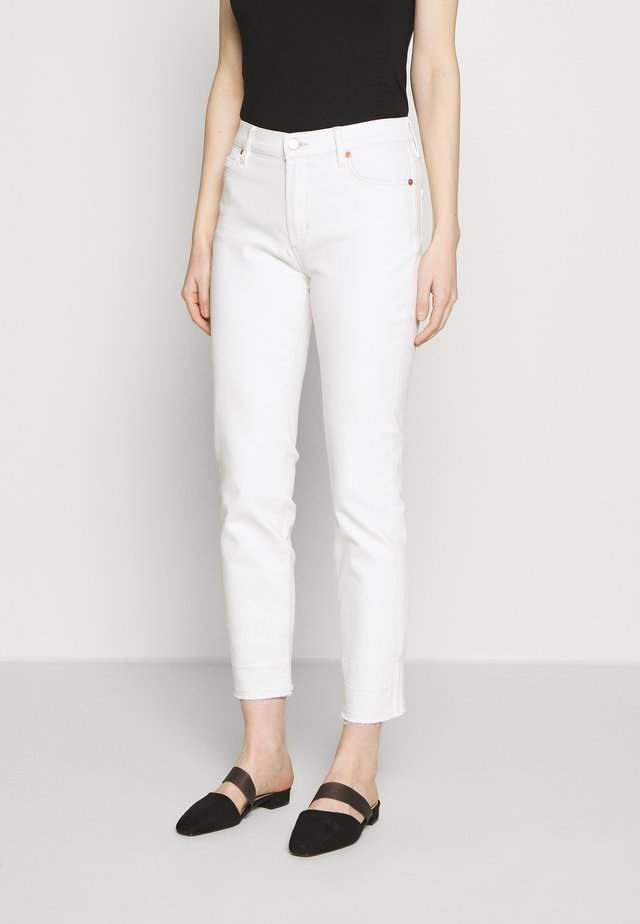 CADEY - Jeansy Relaxed Fit - milk