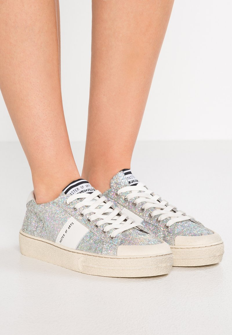 MOA - Master of Arts - Sneaker low - play silver