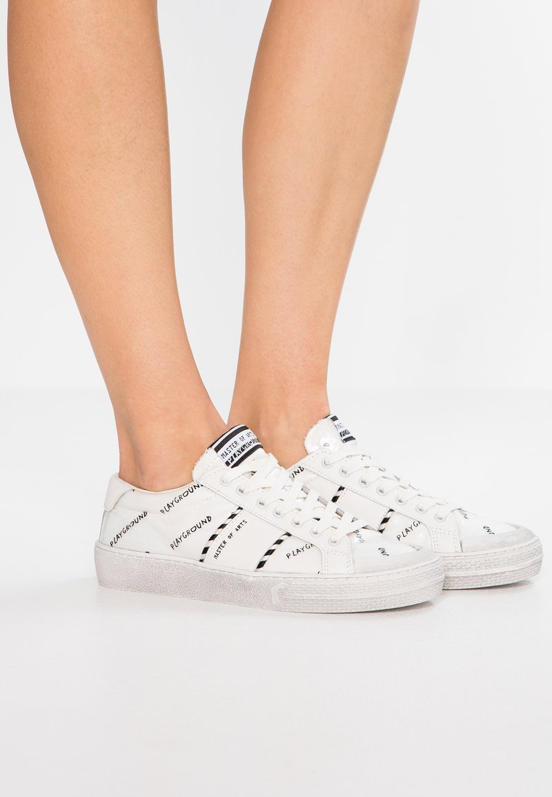 MOA - Master of Arts - Sneaker low - play white