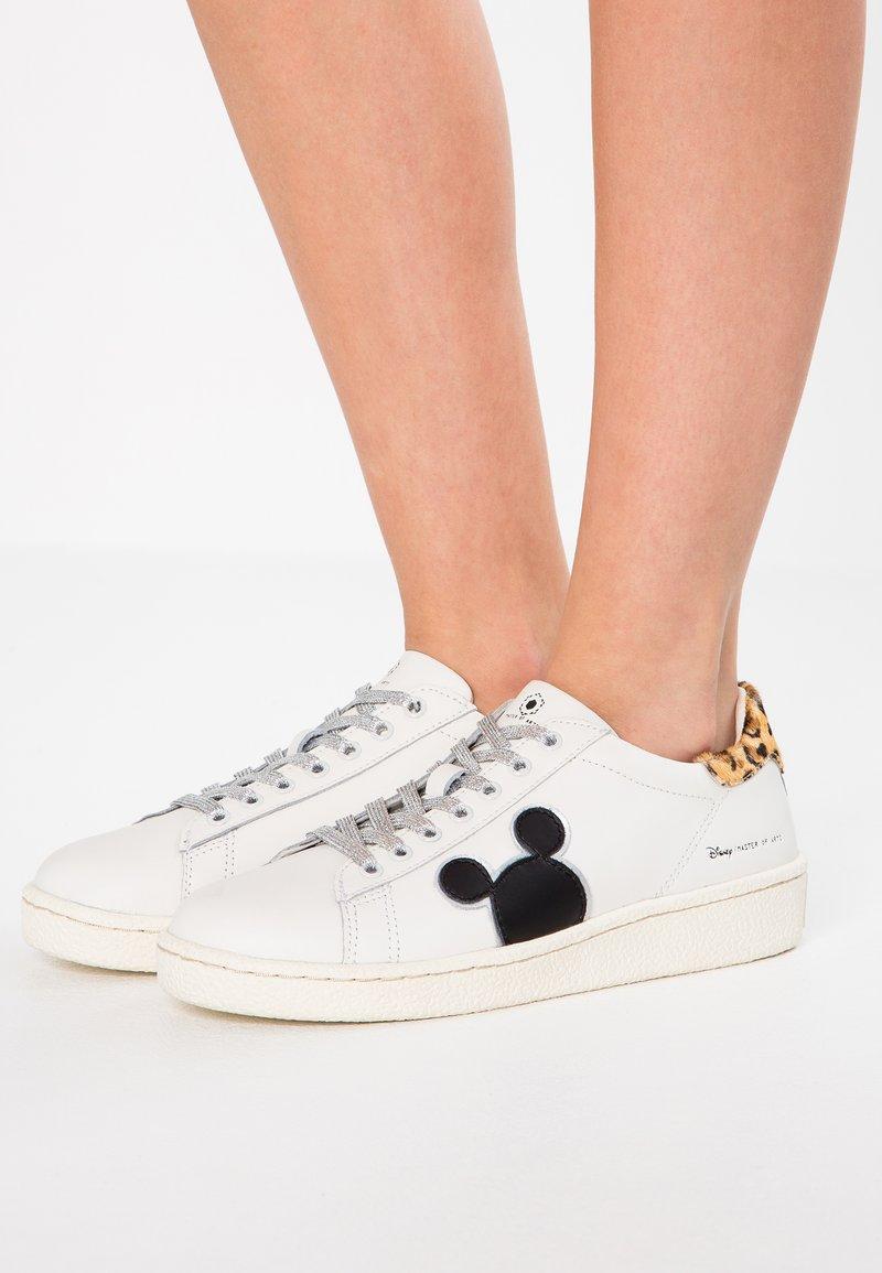 MOA - Master of Arts - DISNEY - Sneaker low - white