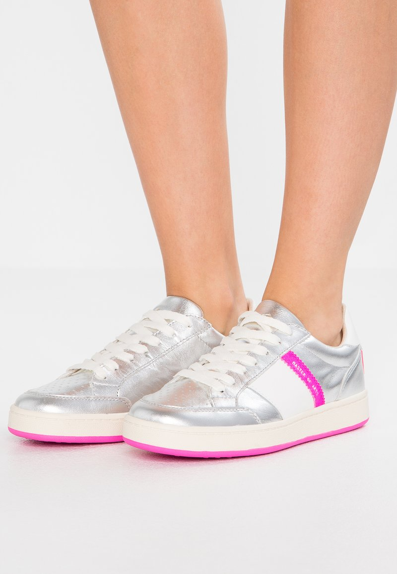 MOA - Master of Arts - Sneaker low - silver/pink