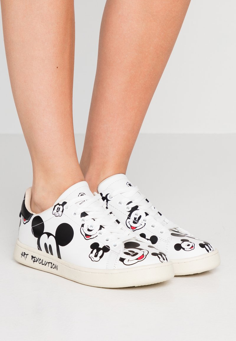 MOA - Master of Arts - Trainers - gallery white