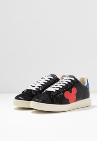MOA - Master of Arts - Sneaker low - black/red - 4