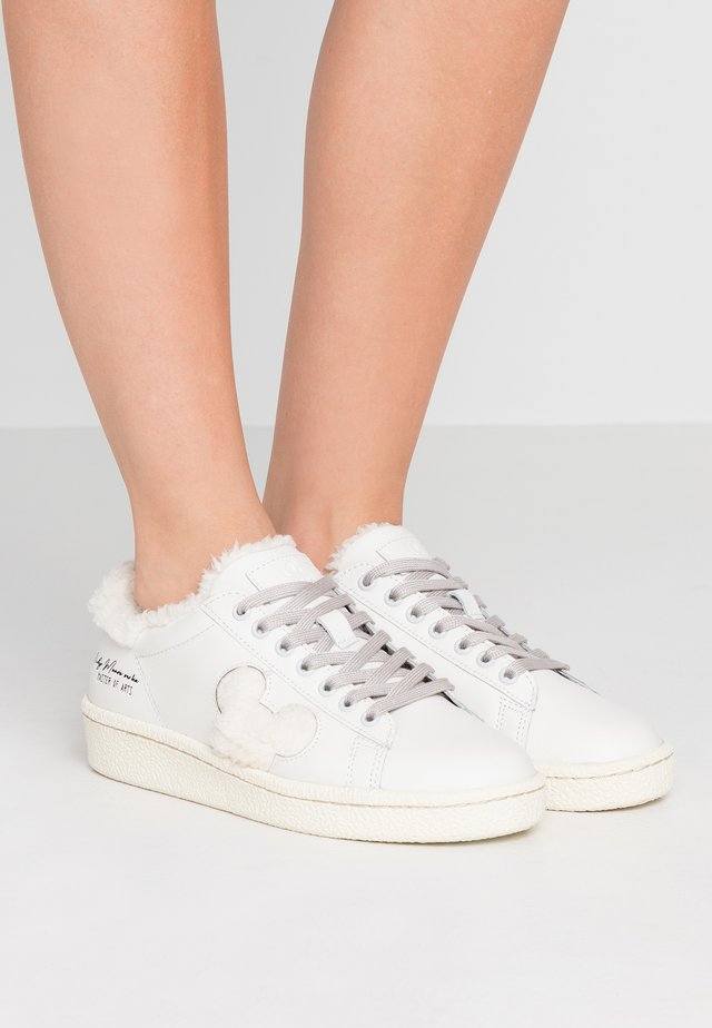 Sneakers - granmaster white
