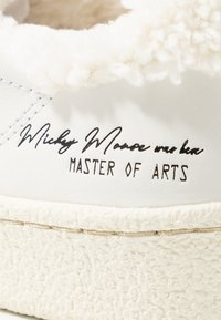 MOA - Master of Arts - Trainers - granmaster white - 2
