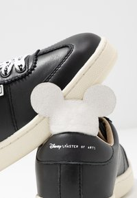 MOA - Master of Arts - Trainers - gallery black/white - 7